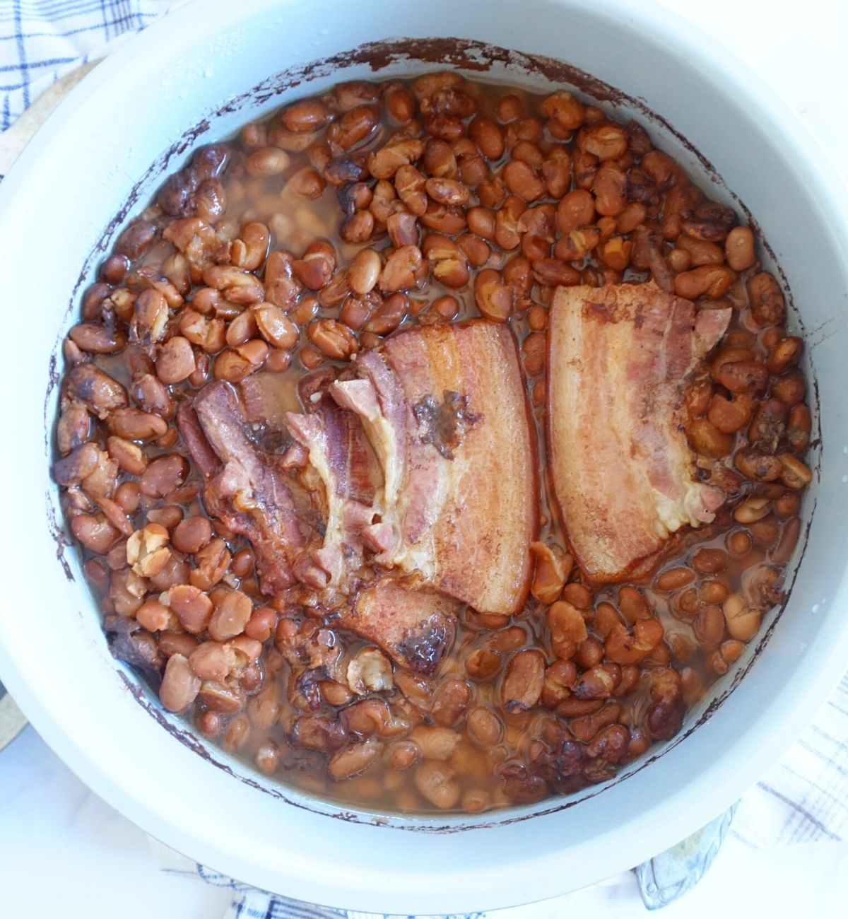 cooked soup beans in pressure cooker pot