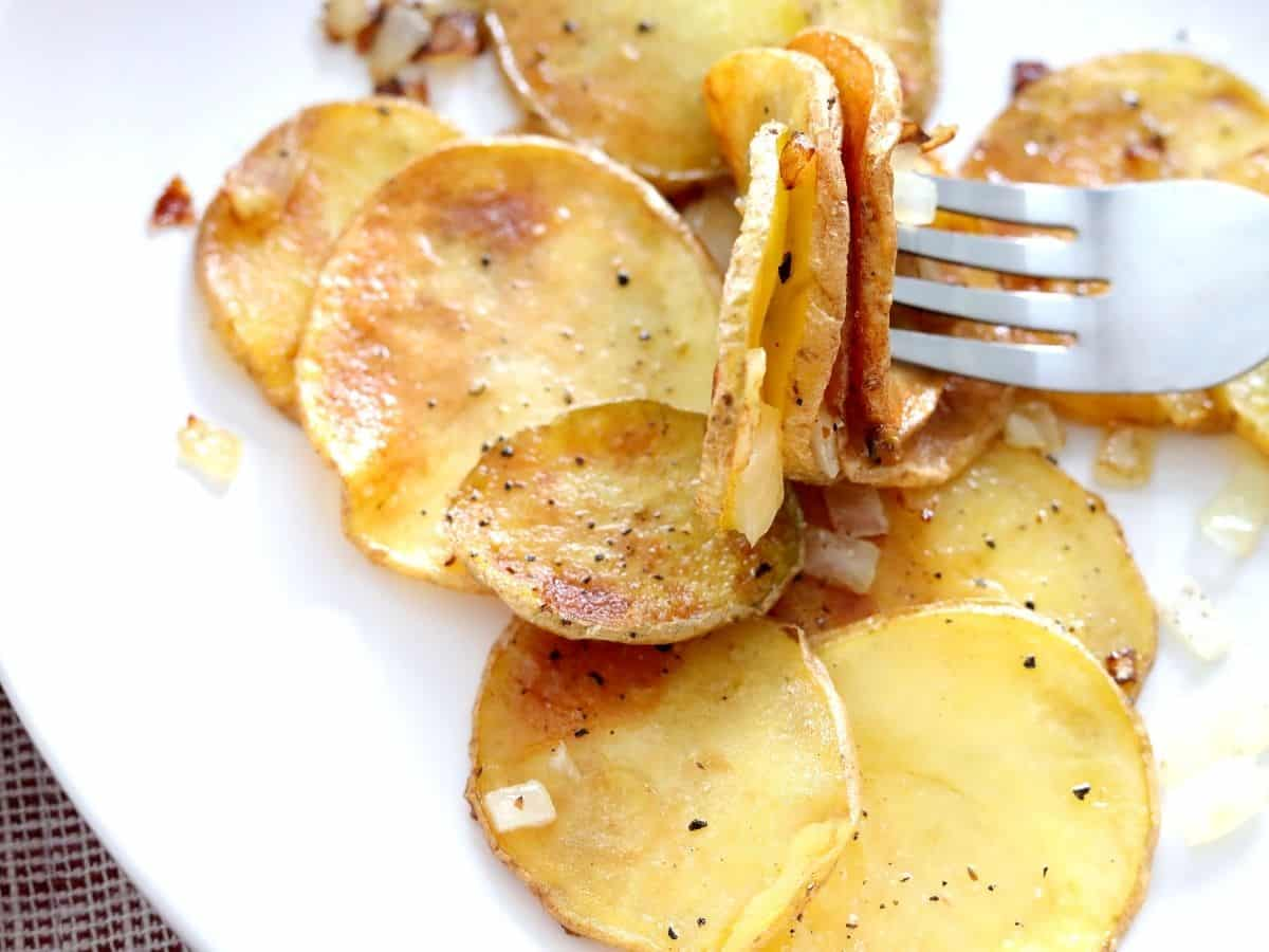 fried potatoes with salt and pepper