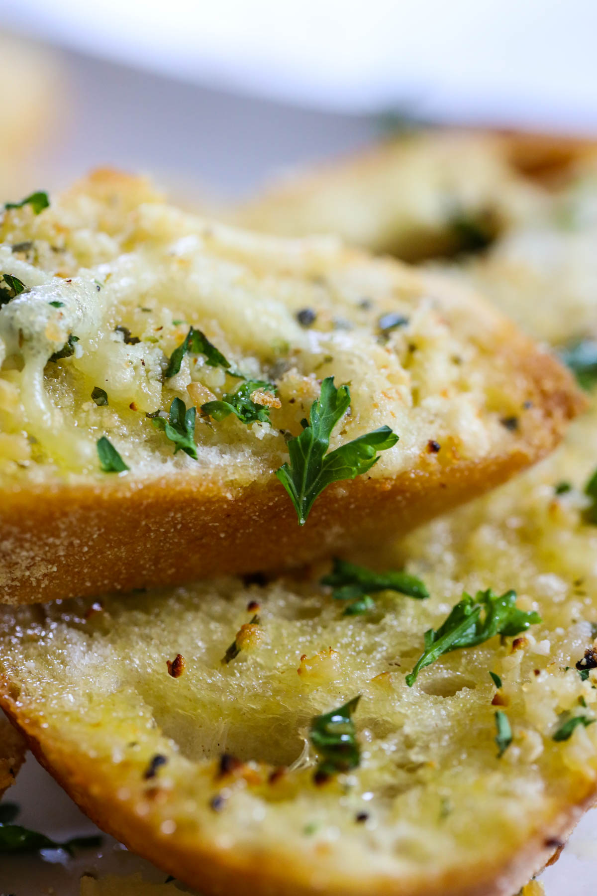 buttery garlic bread with parsley