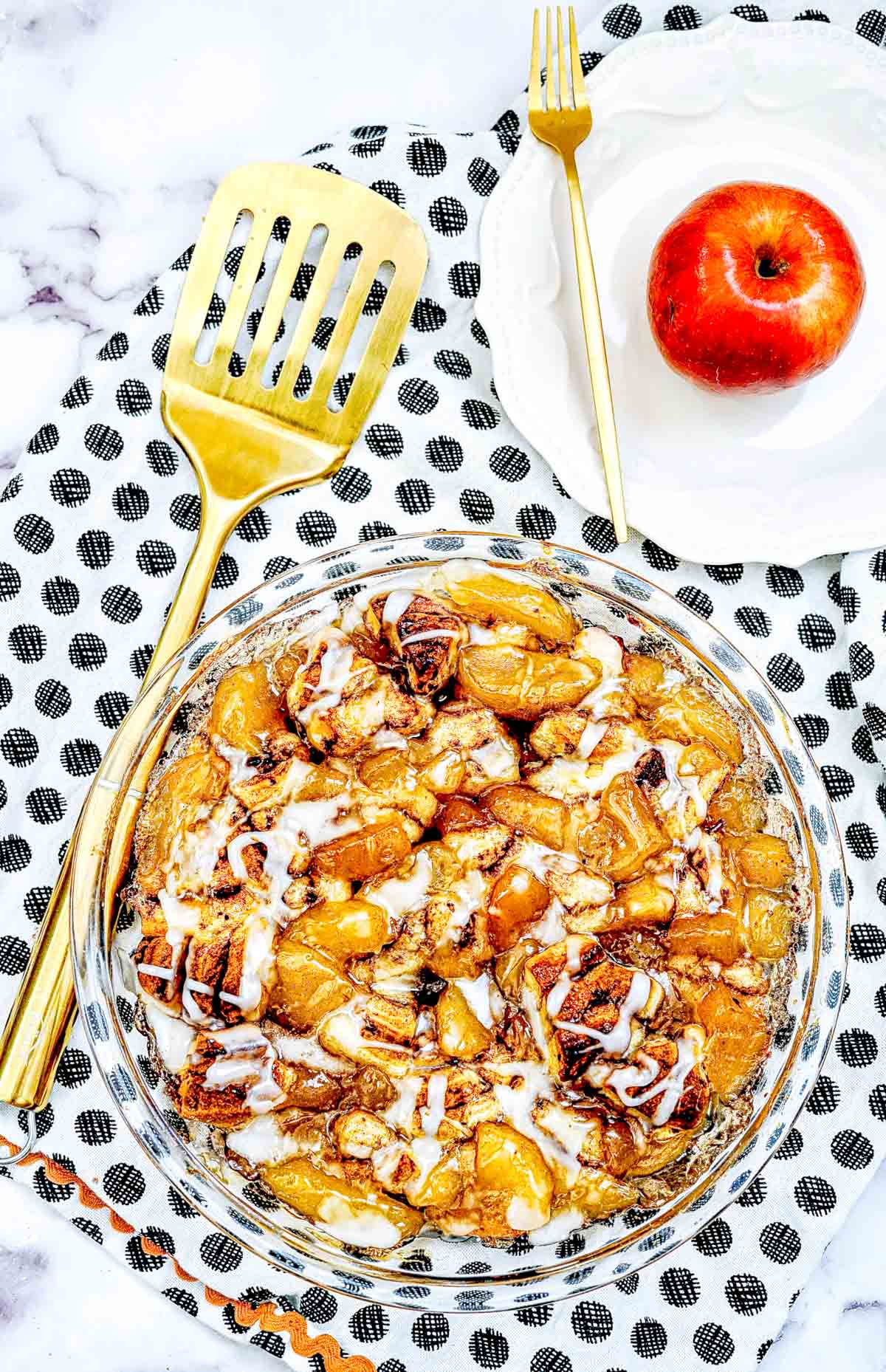apple with baked cinnamon cobbler