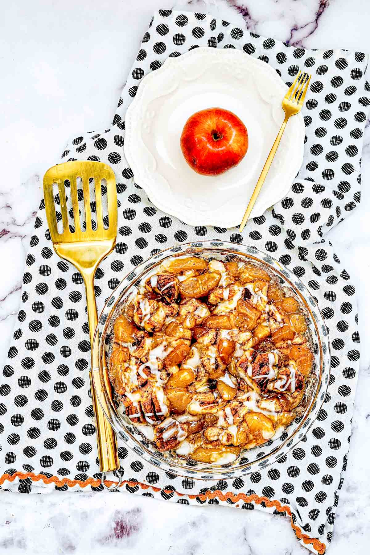 easy apple cobbler with spatula